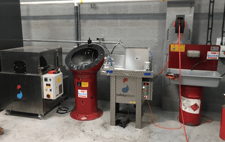 Wash down station for motor parts